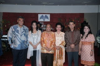 Left to right : President Director & Ibu, Independent Komisaris (PT TTI) & Ibu and Director Finance & Ibu